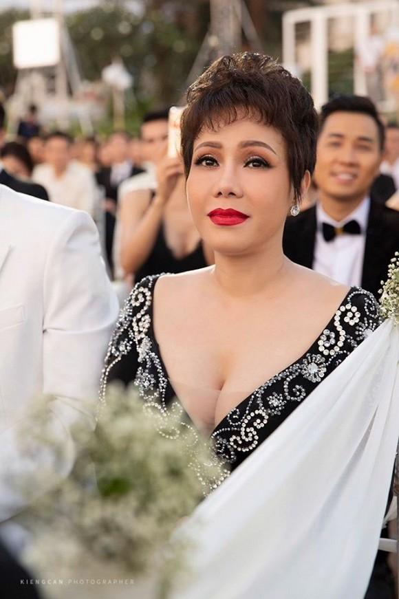 Việt Hương giải thích về bộ trang phục hơi quá ở đám cưới Đông Nhi - Ông Cao Thắng - Hình 2