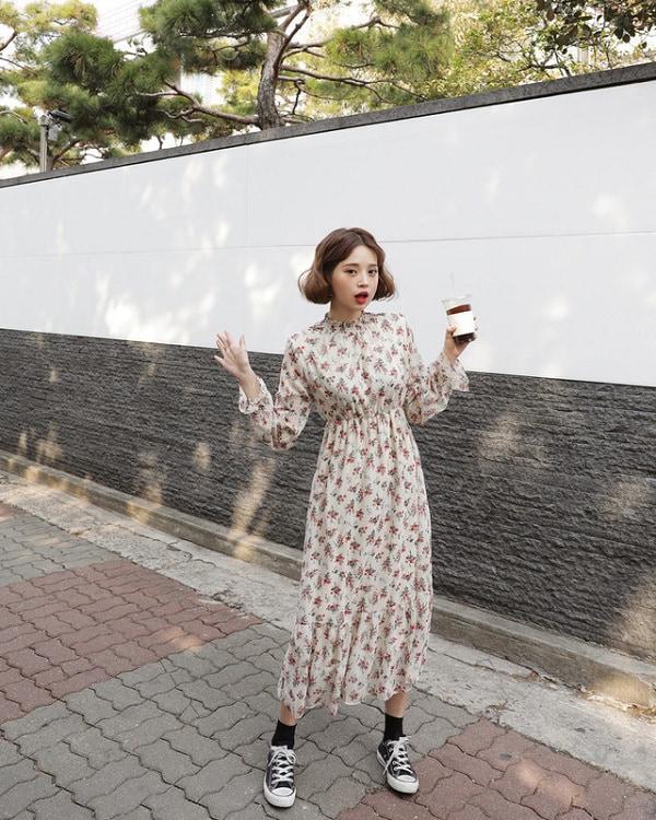Mùa thu Hà Nội mà diện 1 trong 4 kiểu váy liền này đi làm thì còn gì xinh bằng - Hình 2