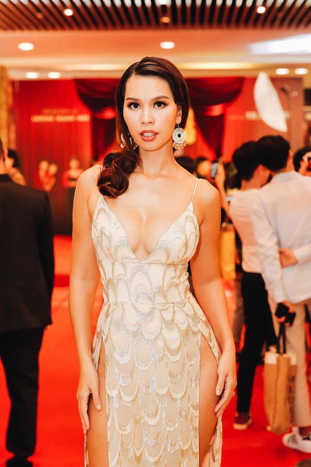 Diện váy cắt xẻ táo bạo, siêu mẫu Hà Anh lộ vùng nhạy cảm ngay trên siêu thảm đỏ hội ngộ Hà Tăng và dàn mỹ nhân Vbiz - Hình 1