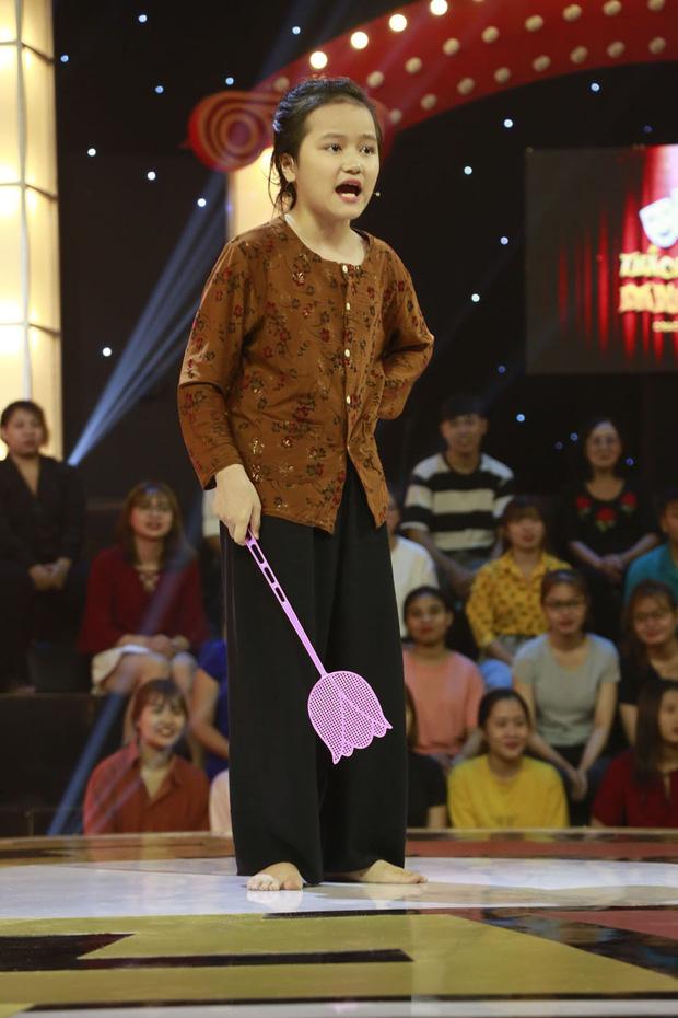 Thách thức danh hài: Cô bé 9 tuổi chửi xối xả khiến Trấn Thành - Trường Giang không kịp vuốt mặt - Hình 2