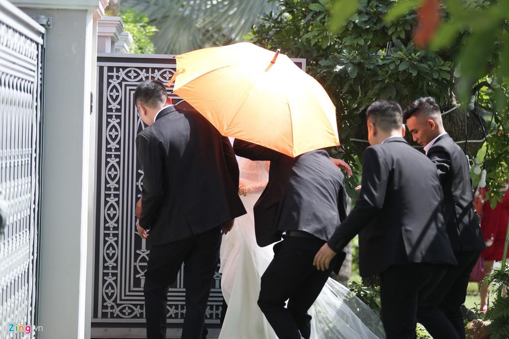 Bảo Thy về biệt thự của chồng sau lễ cưới ở nhà thờ - Hình 2