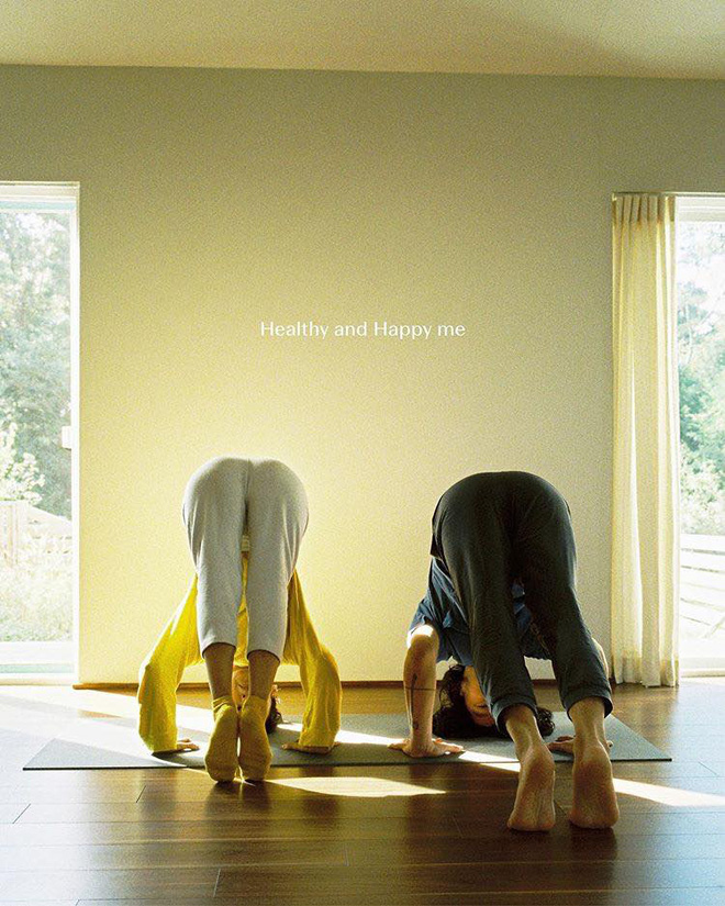 Bộ ảnh tập yoga gây bão MXH của vợ chồng Lee Hyori: Nhìn qua tựa ngôn tình, gần vào mới thấy ông xã cam chịu ra sao! - Hình 2