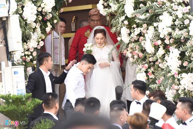 Là khách mời hiếm hoi trong đám cưới của Bảo Thy, Thúy Ngân bị áp lực vì yêu cầu 'quá khắt khe' từ chủ tiệc - Hình 9
