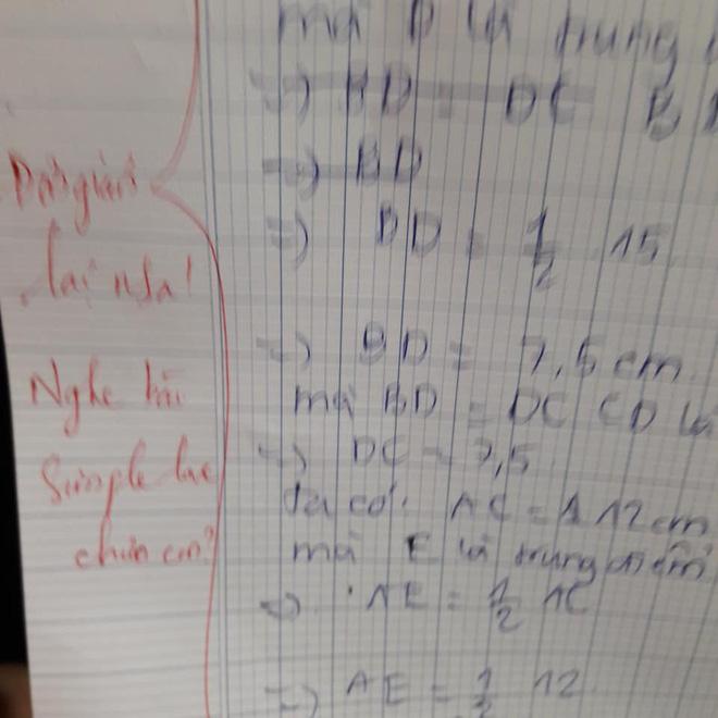 Học sinh làm sai phép toán cực kỳ dễ, cô giáo chấm bài chỉ biết nhận xét: Chấm mà tức á khiến dân mạng cười bò - Hình 1