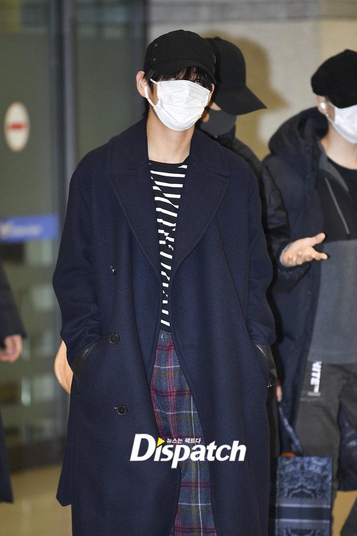Jin khoe mặt mộc tựa mỹ nam, áp đảo toàn bộ thành viên còn lại của BTS tại sân bay - Hình 1