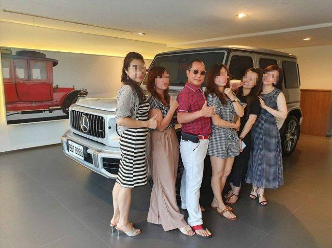 Lộ diện đại gia khoe sống hạnh phúc cùng 4 vợ, 16 nhân tình - Hình 1