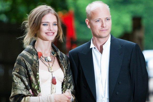 Người vợ từng bán rong vỉa hè của thái tử Louis Vuitton - Hình 2
