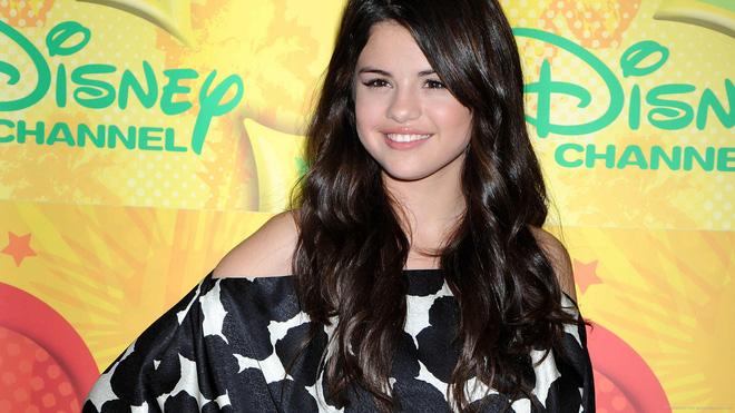 Nhan sắc Selena Gomez 10 năm qua: Lên cân vẫn gây bão, xuống cân xinh bội phần, giờ đây đúng là đỉnh cao! - Hình 1