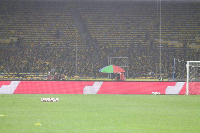 Thua đắng Malaysia, báo Thái Lan tố đối thủ chơi chiêu với mặt sân Bukit Jalil - Hình 2