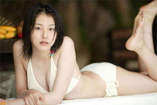 Top 7 cô nàng sở hữu tòa núi đôi đẹp nhất Nhật Bản, nhìn thôi là đã khiến người xem muốn đau lưng đau mắt - Hình 11