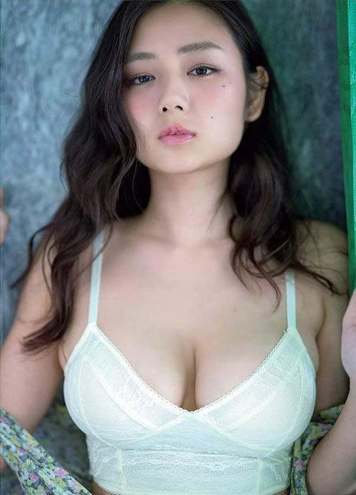 Top 7 cô nàng sở hữu tòa núi đôi đẹp nhất Nhật Bản, nhìn thôi là đã khiến người xem muốn đau lưng đau mắt - Hình 1