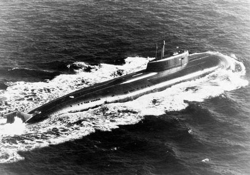 Bộ đôi tàu ngầm hạt nhân Nga vờn nhau trên biển Barents - Hình 1