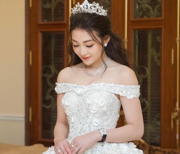 Cô dâu 200 cây vàng và những hot girl 10X kết hôn khi chưa 20 tuổi - Hình 2