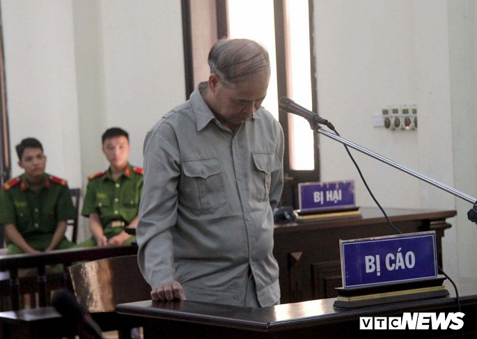 Hiệu trưởng xâm hại nam học sinh ở Phú Thọ: Các gia đình bị hại đòi tăng tiền bồi thường - Hình 1