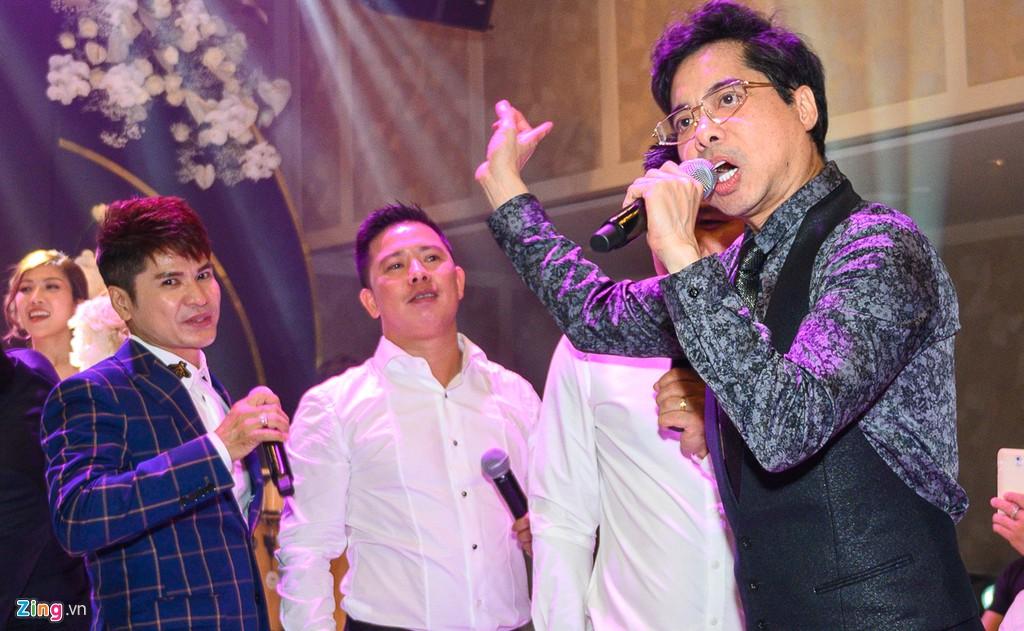 Khoảnh khắc vui nhộn của dàn sao ở lễ cưới Giang Hồng Ngọc - Hình 2
