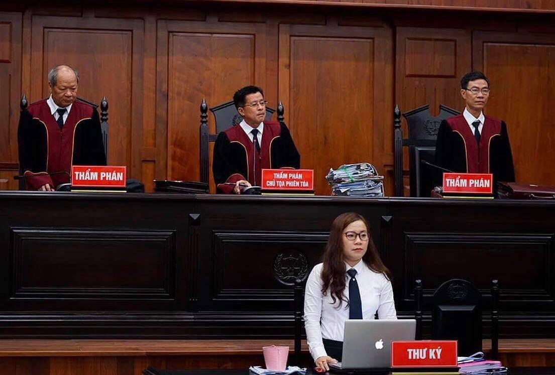 Tình tiết bất ngờ trước phiên xử ly hôn vợ chồng Trung Nguyên - Hình 1