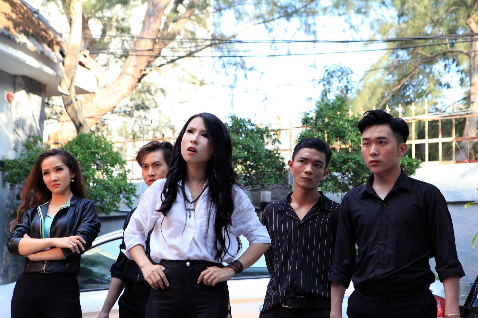 Vượt mặt Hương Giang, Nguyễn Trần Trung Quân, 'thánh parody' Thiên An ăn mừng nút vàng Youtube - Hình 1