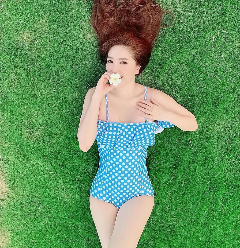 Cô dâu Bảo Thy diện bikini - Hình 1