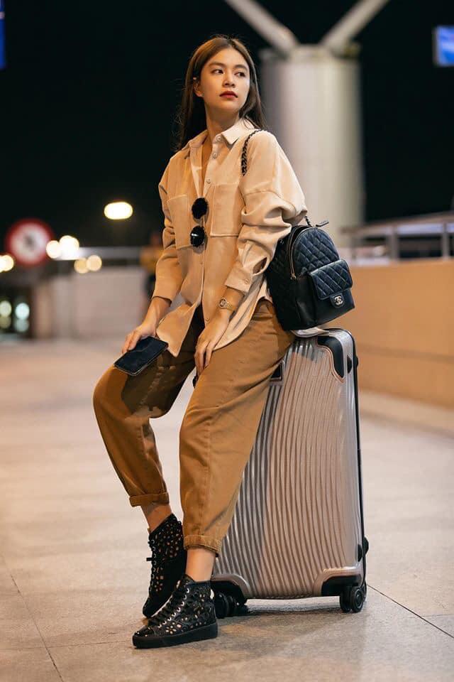 Giữa tin đồn hẹn hò Gil Lê, Hoàng Thùy Linh khoe nhan sắc xinh đẹp tại sân bay sang Nhật Bản - Hình 2