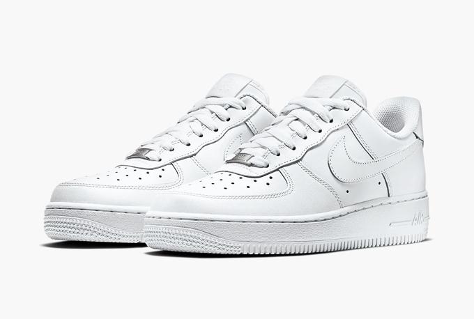 Loạt giày thể thao trắng được phái mạnh ưa chuộng - Hình 8