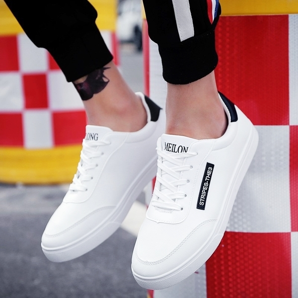Loạt giày thể thao trắng được phái mạnh ưa chuộng - Hình 4
