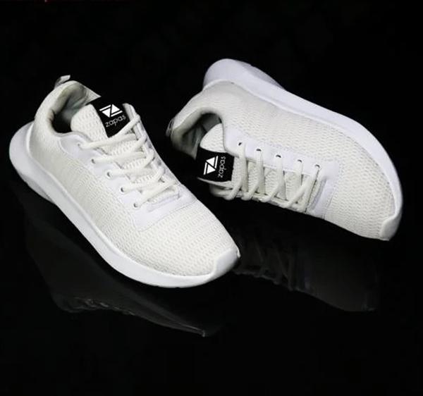 Loạt giày thể thao trắng được phái mạnh ưa chuộng - Hình 5