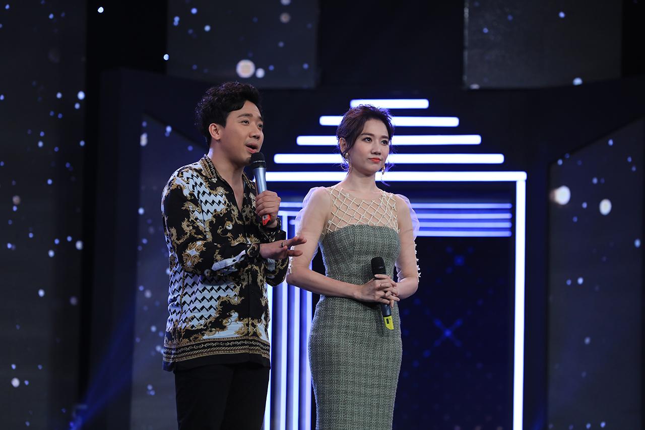 Mặc đồ lạc tone với Hari Won, Trấn Thành ngậm ngùi nhìn vợ sánh đôi cùng S.T Sơn Thạch - Hình 2