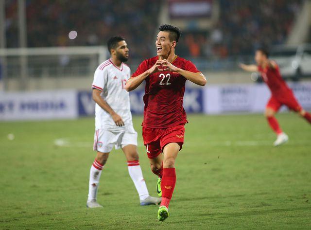 Trước trận gặp Thái Lan, đội tuyển Việt Nam vươn lên hạng 92 thế giới - Hình 1