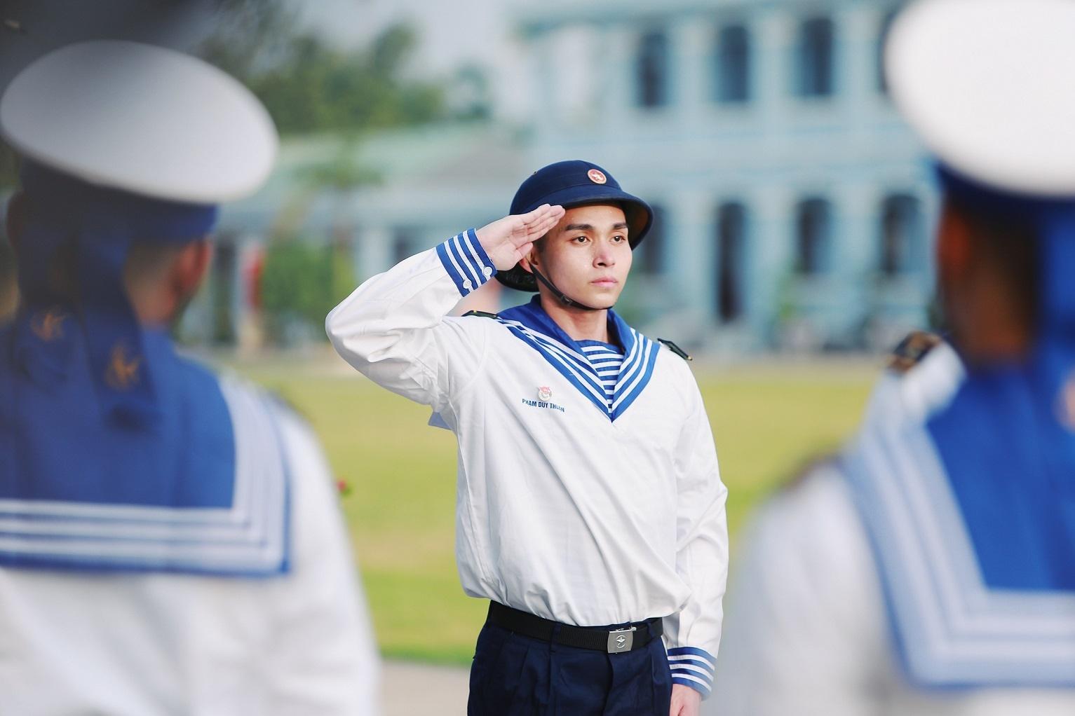 Vừa chào sân, Jun Phạm khiến khán giả nể phục vì thành tích trong môi trường quân ngũ - Hình 1
