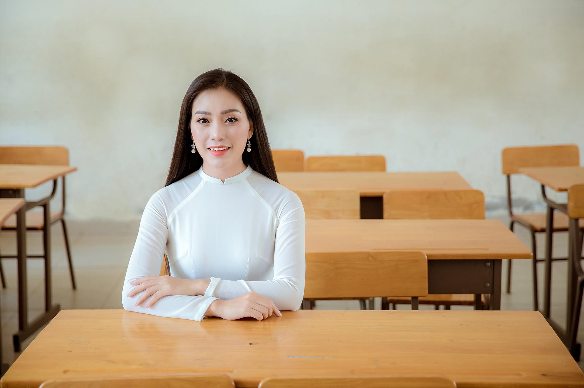Huyền Trang Sao Mai gây xúc động với ca khúc tặng thầy cô giáo - Hình 2