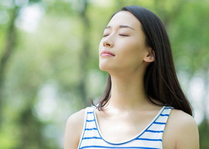Mệt mỏi vì tập luyện, chị em đã biết các cách giảm cân không tốn sức, chỉ cần ngồi thở? - Hình 1