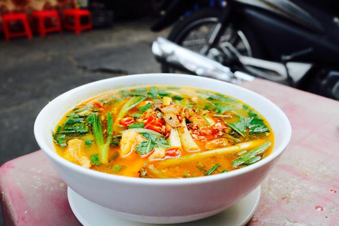 Người Sài Gòn xì xụp bánh canh đầu cá ăn ghiền của chàng trai 23 tuổi - Hình 1