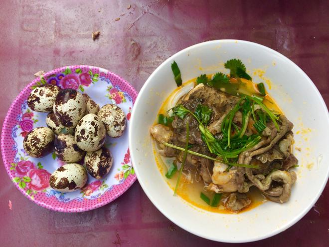Người Sài Gòn xì xụp bánh canh đầu cá ăn ghiền của chàng trai 23 tuổi - Hình 2