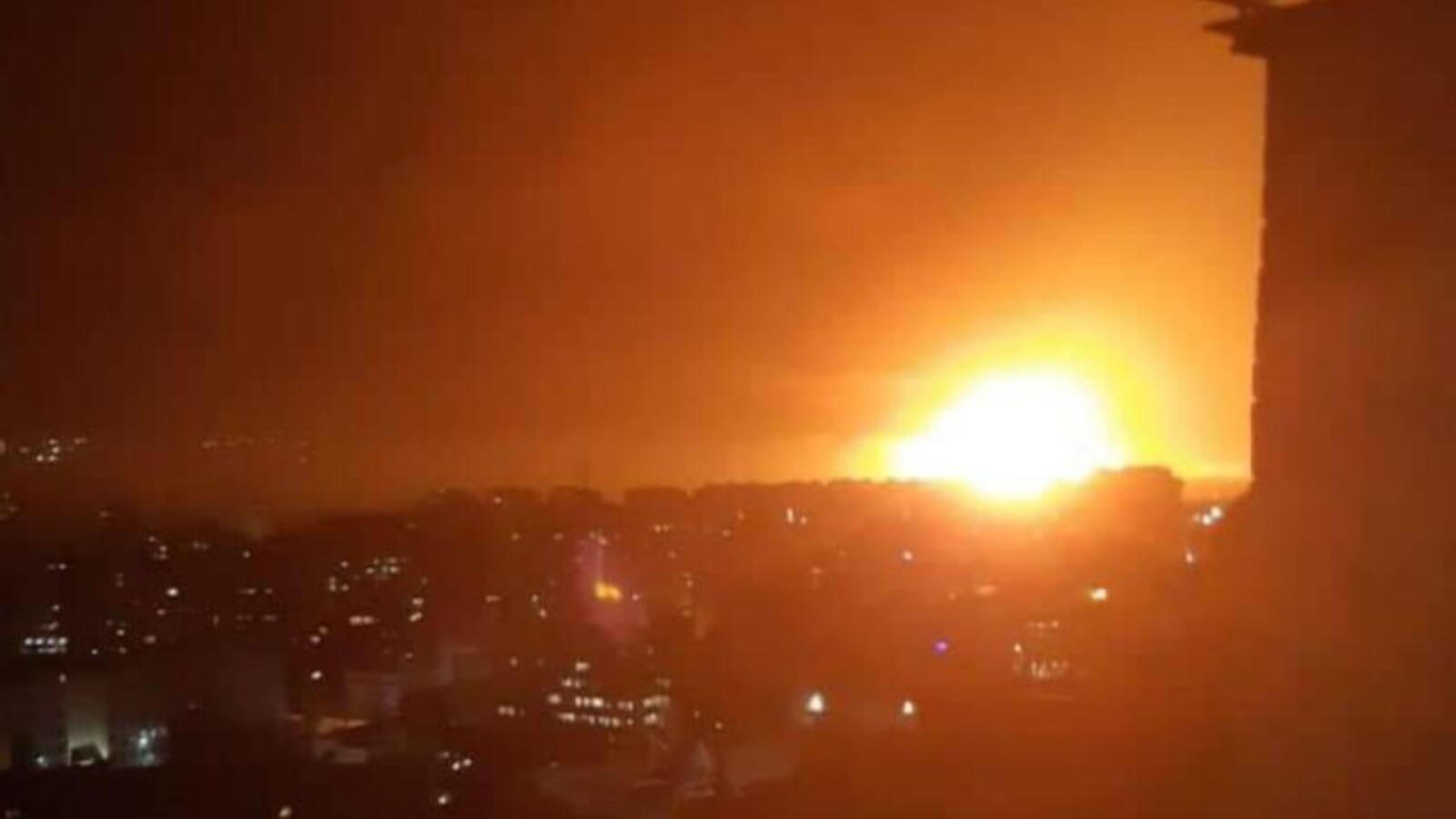 Vừa đánh chặn 4 rocket, Israel lập tức trút tên lửa vào sân bay Damascus của Syria - Hình 1