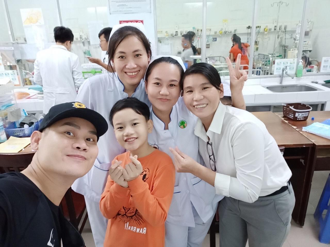 Con trai MC Hồng Phúc từ chối việc bố tổ chức tiệc sinh nhật để dành tiền làm từ thiện cho trẻ bị tim - Hình 7