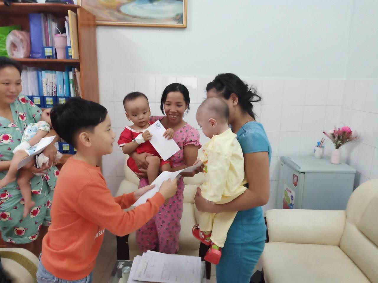 Con trai MC Hồng Phúc từ chối việc bố tổ chức tiệc sinh nhật để dành tiền làm từ thiện cho trẻ bị tim - Hình 4