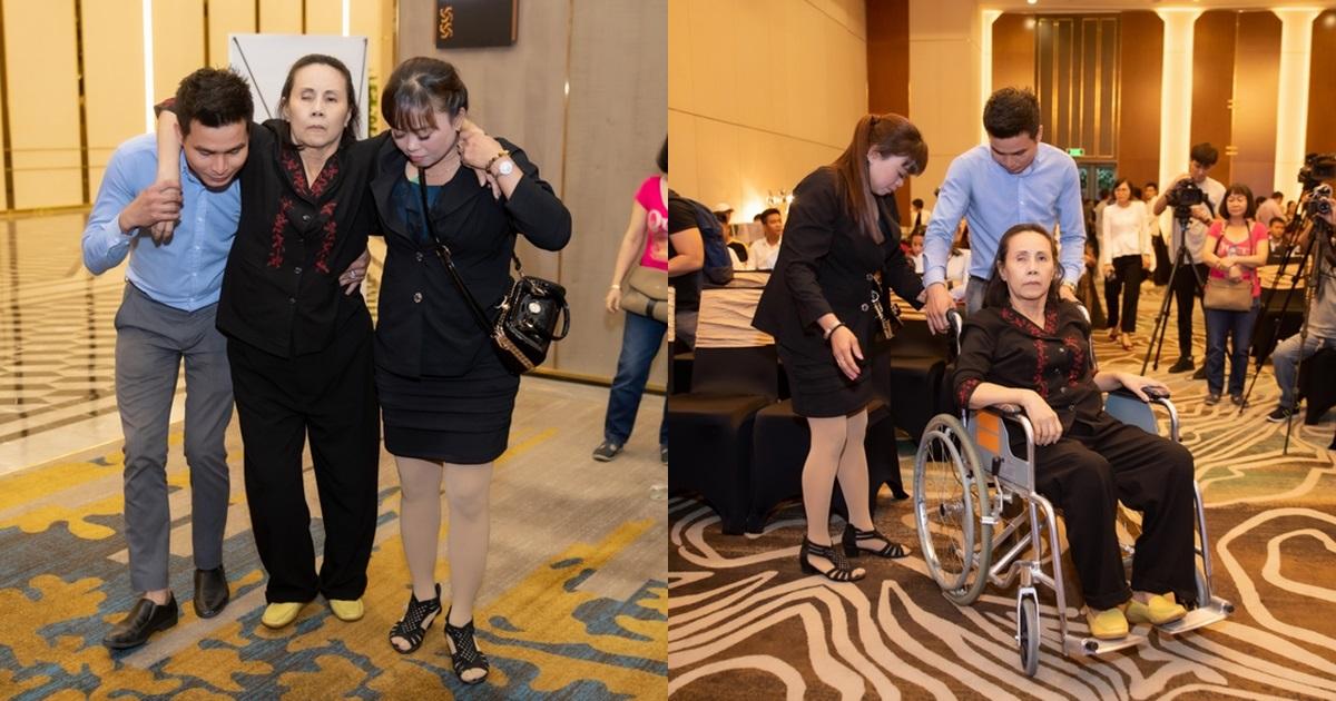 Sau bạo bệnh, nghệ sĩ Hoàng Lan bất ngờ đi xe lăn được nhiều người dìu đến sự kiện - Hình 8