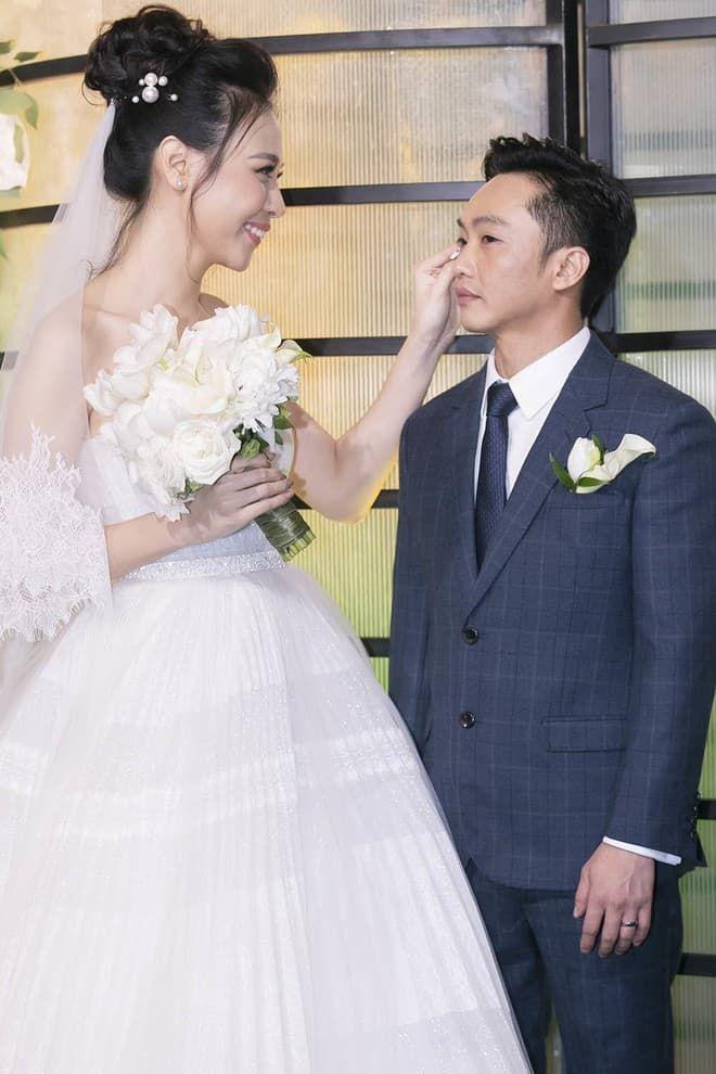 Bị dị nghị lấy chồng kém sắc, mỹ nhân Việt vẫn có cuộc sống hạnh phúc vạn người mơ - Hình 9
