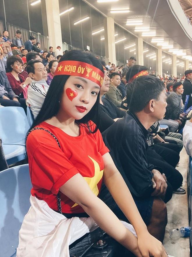 CĐV nữ khoe được cầu thủ Quang Hải tặng vé xem bóng đá - Hình 1