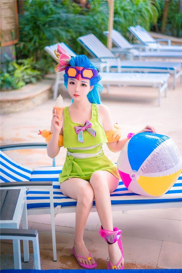 Cosplay Zoe Tiệc Bể Bơi khiến game thủ chỉ muốn lao ngay ra tắm - Hình 2