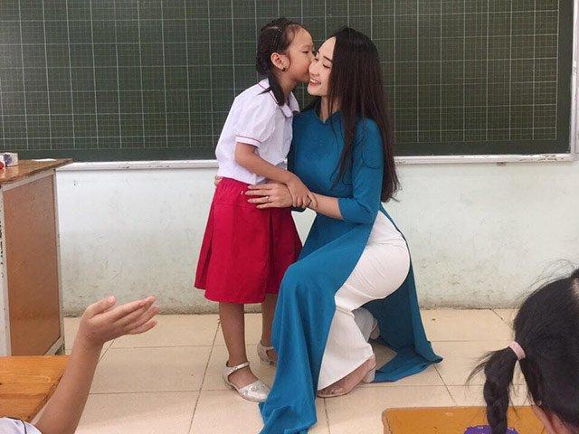 Gặp cô giáo tiểu học hotgirl một thời gây sốt: 5 năm trên bục giảng, 4 năm là single mom - Hình 2