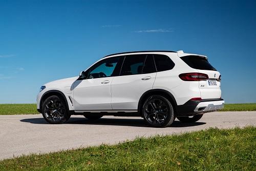 Khám phá SUV công suất 394 mã lực, 'ngốn' ít xăng hơn cả Honda SH - Hình 2