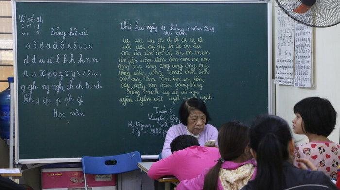 Lớp học đặc biệt suốt 25 năm không lấy một đồng học phí dành cho trẻ khuyết tật của nữ giáo viên 78 tuổi - Hình 1