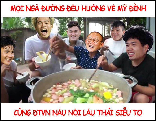 Thầy trò HLV Park Hang Seo nấu lẩu Thái chiêu đãi fan hâm mộ - Hình 1