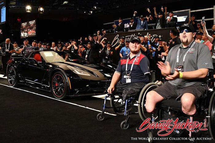 Siêu xe Mỹ Chevrolet Corvette C7 cuối cùng giá 63 tỷ - Hình 2