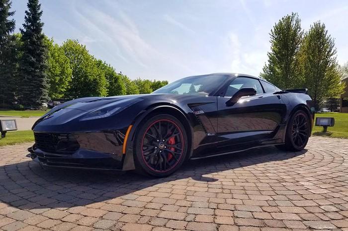 Siêu xe Mỹ Chevrolet Corvette C7 cuối cùng giá 63 tỷ - Hình 1