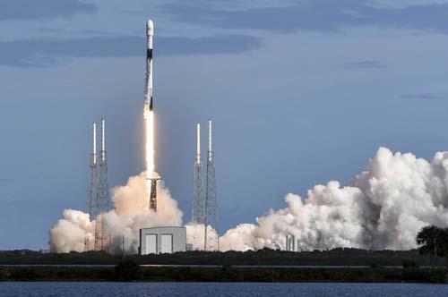 Tàu SpaceX giao hàng lên Mặt trăng vào năm 2022 - Hình 1