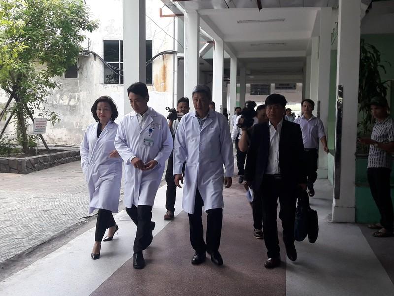 Thứ trưởng Bộ Y tế vào Đà Nẵng kiểm tra vụ sản phụ tử vong - Hình 2