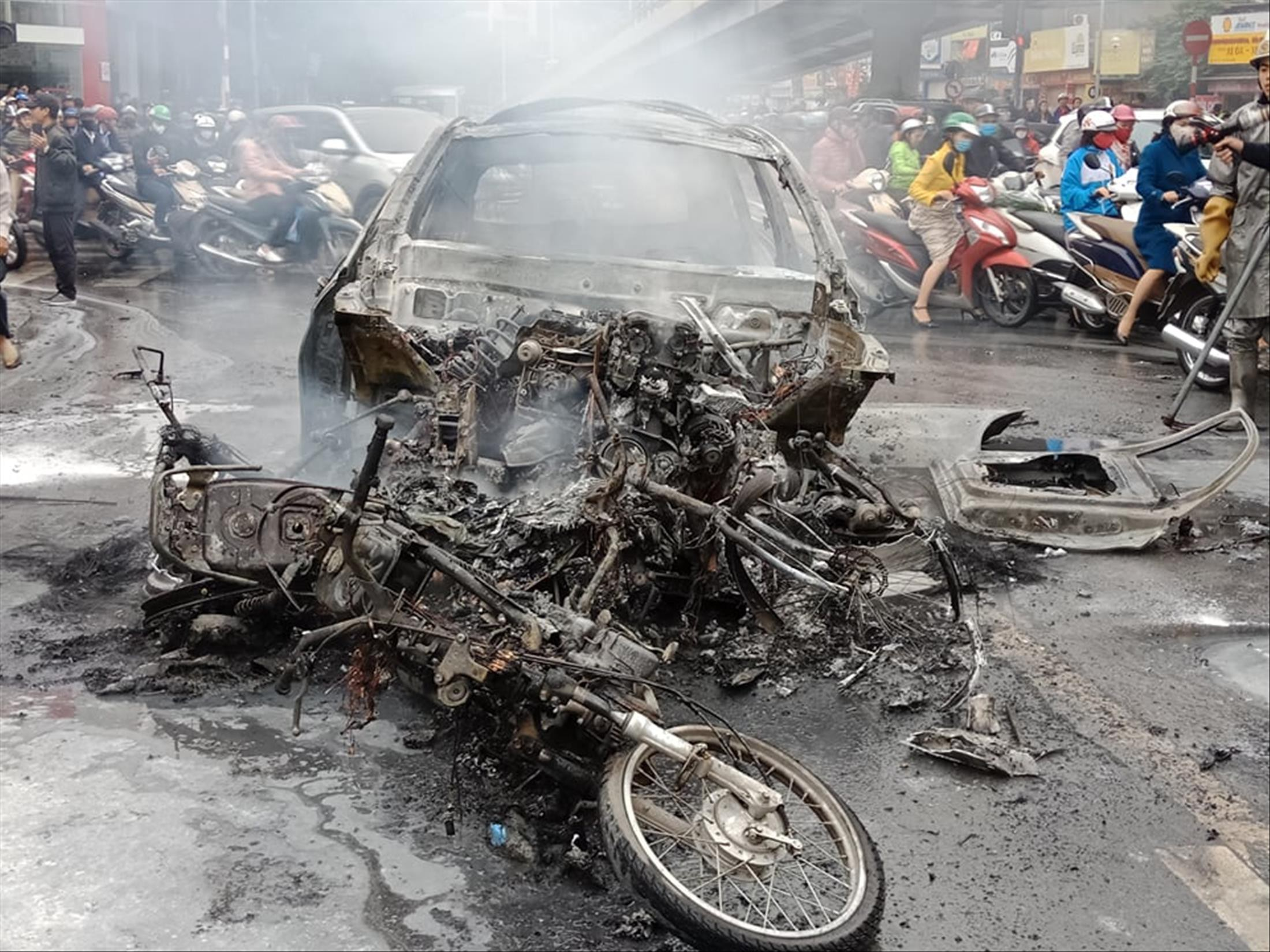 Tin mới nhất vụ nữ tài xế Mercedes gây tai nạn chết người ở Hà Nội - Hình 1