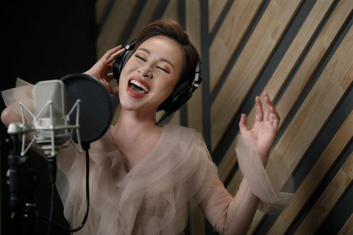 Chán ngán với ballad yêu đương, đổi gió nghe Uyên Linh hát về... tình chị em - Hình 2